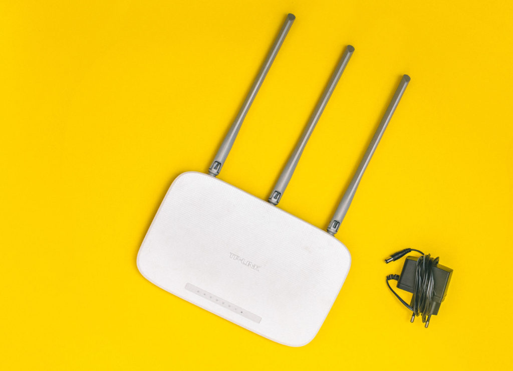 Inexpensive Wi-Fi Router with external antennas